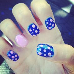 Nails pois blue pink