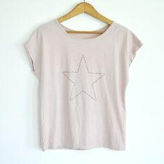 Camiseta estrella tachuelas rosa
