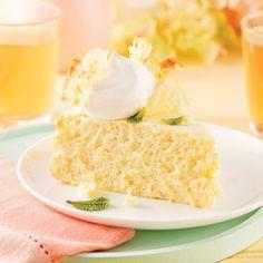 Gâteau soufflé au citron Desserts Rafraîchissants, Dessert Recipes, Lemon Mousse Cake, Gateau Cake, Beef And Noodles, French Food, Vanilla Cake, Beef Recipes, Cupcake Cakes