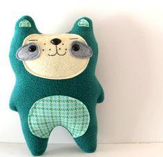 Finnegan-the freckled woodland bear from sleepyking's etsy shop.  So cute!