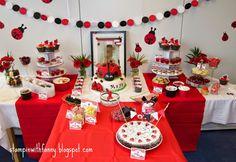 stampin+up+marienkäfer+party+ladybug+erster+geburtstag+first+birthday+glutrot+weiß+schwarz+red+black+white+torte+cake+candy+bar+(7).jpg (1600×1105)