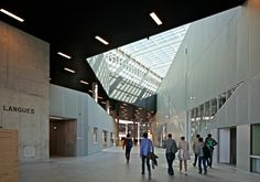 With the LabCity École CentraleSupélec, OMA have expanded the Paris-Saclay research campus by a further building. Details Magazine, Rem Koolhaas, School Of Engineering, Public Realm, Exposed Concrete, Roof Structure, Common Area, Open Floor, Ground Floor