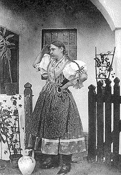 Costume and Embroidery of Sárköz, Hungary The Man Show, Costumes Around The World, Folk Clothing, Austro Hungarian, Folk Dance, Types Of Embroidery, Folk Costume, People Of The World, Girls Wear