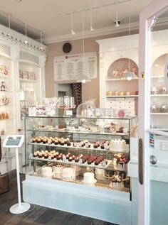 Kessy bona: mein besuch bei peggy porschen in london café design, coffee shop design Cake Shop Design, Coffee Shop Design, Bakery Design, Bakery Store, Bakery Cafe, Cafe Interior Design, Cafe Design, Pastry Shop Interior, Cupcake Shop Interior