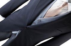 Suitable Jacquet wordt geleverd met een jacquetjas, een zwart-grijs gestreepte pantalon en een grijs vest. De bijpassende producten zoals een overhemd en stropdas zijn ook verkrijgbaar bij Suitable