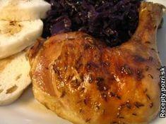 Pečené kura ako hus - Kurča naporcujeme, dáme na pekáč, zo všetkých strán posolíme, bohato posypeme rascou, potrieme olejom, podlejeme... Recepty pre každodennú kuchyňu s fotografiami.