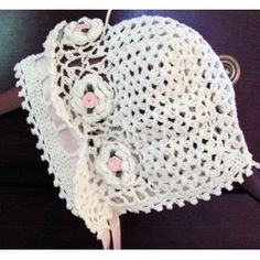 On this page How to make a crochet Babys Bonnet with free easy baby crochet hat patterns. These gorgeous baby bonnets are so easy to crochet,...