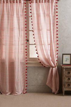 Reise Curtain