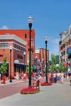 Branson Landing in Branson MO has everything you need in one place. Branson hotels, shopping, dining, entertainment, lake cruises and more! Branson Hotels, Branson Vacation, Branson Attractions, Vacation Places, Vacation Trips, Vacation Spots, Vacation Ideas, Picasso, Great Places