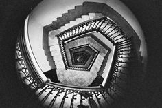(Escher)   Niente è come sembra niente è come appare perché niente è reale