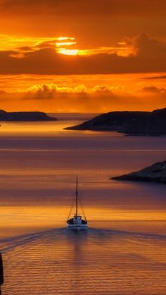 Golden Sunset reflecting into a canal with a boat sailing through it, in Santorini, Greece. Beautiful Sunset, Beautiful World, Beautiful Places, Amazing Sunsets, Beautiful Norway, Romantic Places, Beautiful Scenery, Santorini Sunset, Nature Photography