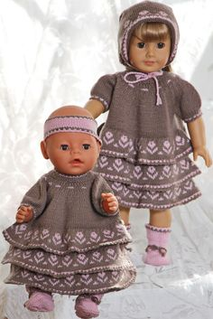 Beautiful doll dress knitting pattern with flowers American Girl Outfits, American Doll Clothes, Baby Born Clothes, Girl Doll Clothes, Girl Dolls, Knitted Doll Patterns, Knitted Dolls, Knitting Patterns, Crochet Doll Dress