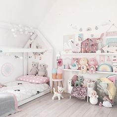 Such a cute room with lots of pastel decorations