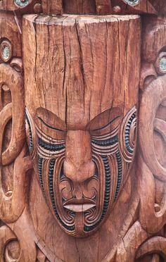 Maori arte, escultura em madeira, Rotorua, Nova Zelândia por Stephanie etstephane, via Flickr