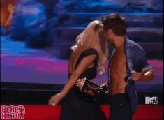 Zac Efron Shirtless, Giant Gummy Bears, & The Craziness Of The MTV Movie Awards 2014… In GIFs! | PerezHilton.com