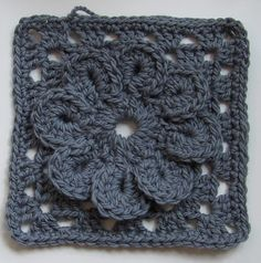 """Free pattern for """"Bulky Granny Square with a Flower""""!"""