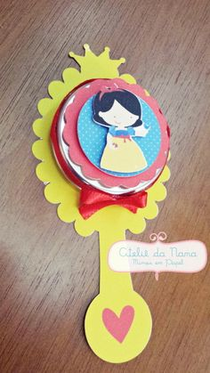 Espelho Latinha da Branca da Neve Birthday Decorations, Birthday Party Themes, 2nd Birthday, Princess Theme Party, Disney Princess Party, Kids Rewards, Snow White Birthday, Prince Party, Childrens Party