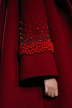 Red beaded bell sleeves on coat by Flynow Ready To Wear Spring Summer 2016 Bangkok Couture Fashion, Diy Fashion, Ideias Fashion, Fashion Dresses, Unique Fashion, Fashion Clothes, Womens Fashion, Fashion News, Embroidery Fashion