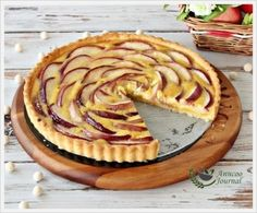 Frangipane Nectarine Tart by Food Frenzy Digest Nectarine Recipes, Frangipane Tart, Sweet Recipes, Easy Recipes, Quick Easy Meals, Food Porn, Cooking Recipes, Favorite Recipes, Sweets