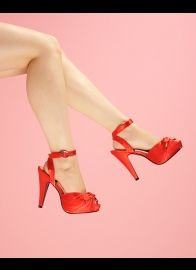 These are just hot. I wish more pin-up models would wear shoes like this.