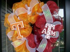 House Divided wreath.. NEED to make UH and Texas State one for the home... BEFORE football season begins!!