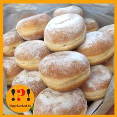 Nemsokára itt a farsangi időszak vége. Mi akadályozott meg eddig abban, hogy farsangi fánkot süss? Még nem késő, itt van hozzá a recept! #farsang #fánk #recept #sütemény Hamburger, Bread, Food, Brot, Essen, Baking, Burgers, Meals, Breads
