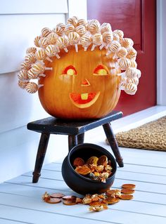 59 Pumpkin Carving Ideas for Halloween That Show Off Your Crafty Side 60 besten Kürbis schnitzen Ideen Halloween 2018 – kreative Jack o Lantern Designs Halloween 2018, Casa Halloween, Theme Halloween, Diy Halloween Decorations, Holidays Halloween, Halloween Pumpkins, Happy Halloween, Halloween Quotes, Halloween Witches