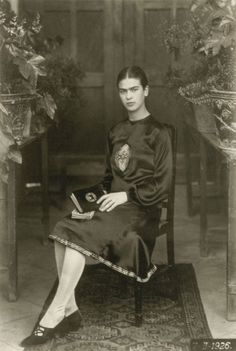 Raros y maravillosos retratos de la joven Frida Kahlo, por su padre Guillermo Kahlo