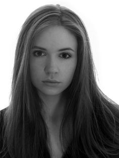 Literally obsessed with this face. Karen Gillan, Amy Pond, whoever she is at any moment, she's perfect
