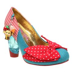 I like the idea of using the bow on my shoe design as it represents the innocence of Snow White.