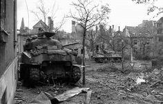 Sherman with US infantryman, German