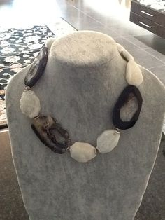Drusy and black agate necklace Contact: christel Pearl Necklace Designs, Pearl Statement Necklace, Agate Necklace, Stone Necklace, Pearl Jewelry, Beaded Necklace, Craft Jewelry, Jewelry Ideas, Jewelry Box