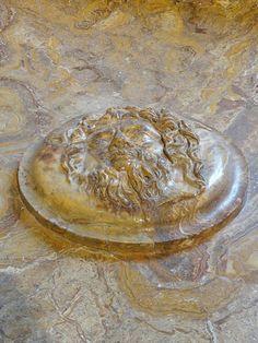 https://flic.kr/p/KoqbH9   Vasque (détail), 2ème siècle après JC. Musée du Louvre.