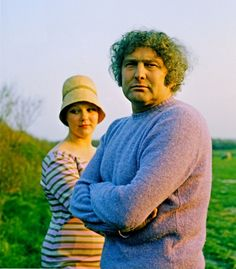 (Jan Wolkers with lilac jumper and Karina with hat).