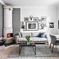 Visst är det tjusigt i den här lägenheten på Vikingagatan? #tillsalu @fastighetsbyran_vasastan #inredning #inredningsinspiration #interior4all #kakelugn #scandinavianhomes #scandinaviandesign #vardagsrum