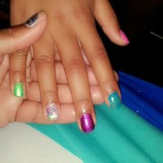 Celebrity girl'z nails. ...  Sprinkle the color nails