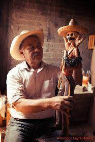 """""""De Calaveras y Catrinas"""" de Álvaro De La Cruz. Mexico Day Of The Dead, Day Of The Dead Art, Mexican Artists, Mexican Folk Art, Modern Halloween, Mexican Holiday, Mexican Crafts, Father's Day Diy, Aztec"""