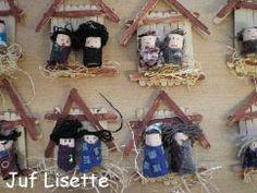 Kerststal, 8 ijslollie stokjes, 1dwars vastplakken, 2 als dakje, stro eronder, 2 kurken versieren als jozef en maria