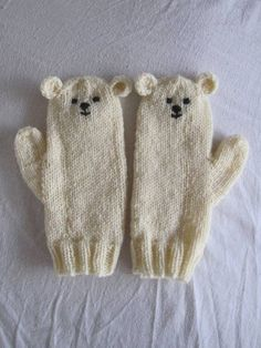 Polar bear mittens very soft pure wool. I love my mittens :) Knitting For Kids, Knitting Projects, Baby Knitting, Crochet Projects, Knitting Patterns, The Mitten, Knitted Gloves, Knitting, Crochet Stitches