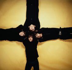 Cruciform Beatles (clockwise from top) John Lennon - George Harrison - Ringo Starr and Paul McCartney, December 1965 photo by Robert Whitaker Beatles One, John Lennon Beatles, Band Pictures, Band Photos, Ringo Starr, George Harrison, Sheriff, Morrison Hotel, Empire