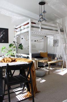 *vase Savoy* (Posts by Lucie Jandlová) Loft, Vase, Bed, Furniture, Home Decor, Homemade Home Decor, Stream Bed, Lofts, Flower Vases