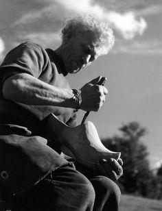 Sabotier à Canach Leron   1942 |¤ Robert Doisneau | 25 juin 2015 | Atelier Robert Doisneau | Site officiel