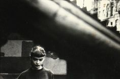 New York street images by Saul Leiter, on show at London's Photographers' Gallery, reveal a pioneer of colour photography – while it was being derided by his peers Saul Leiter, Photography Essentials, City Photography, Portrait Photography, People Photography, Fashion Photography, Glamour Photography, Abstract Photography, Lifestyle Photography
