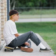 You know skater boys are always really good looking /Asiaskate/ Next Fashion, Future Fashion, Boy Fashion, Skater Fashion, Skater Boy Style, Skater Boys, Mode Streetwear, Streetwear Fashion, Moda Skate