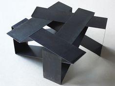 Création: Frédéric LAFFONT. Table basse a géometrie variable en acier ciré. H40-de 80x80cm a 120x120cm.