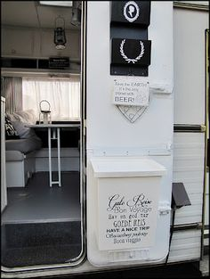 Home Sweet Motorhome - The blk/wht interior is newest remodel.  Same motorhome as the pnk/wht shabby chic.  Great blog.  In German.
