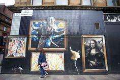 The gallery, Argyle streetUne œuvre d'art représentant d'autres œuvres d'art. Cet «artception» à la sauce Smug permet de voir le travail de peintres célèbres sous un nouveau jour. De La nuit étoiléede Van Gogh au Cride Munch en passant par Les demoiselles d'Avignon de Picasso, tout le monde y passe. Son interprétation de La Joconde Mona Lisa, canette d'Irn-Bru (boisson écossaise) à la main, a été surnommé «The Mona Lassie», un terme affectueux pour appeler une jeune fille.
