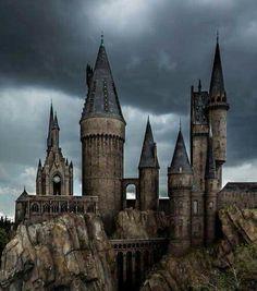 Hogwarts, Wizarding World of Harry Potter, Universal Orlando, Florida Images Harry Potter, Harry Potter World, Hogwarts Orlando, Harry Potter Aesthetic, Orlando Florida, Florida Usa, Visit Florida, Slytherin, Architecture