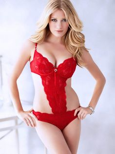 AM Hottie: Ashley Hinshaw is the All-American Temptress