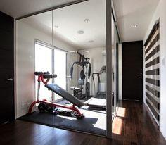 14zawa BLOG: 【筋トレ】自宅にプライベートトレーニングルームがほしい! 硝子スペースで仕切られていますね。